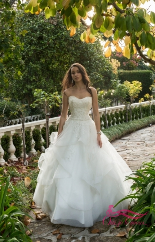 Wedding dress Tulle, Beaded appliquées, Pina