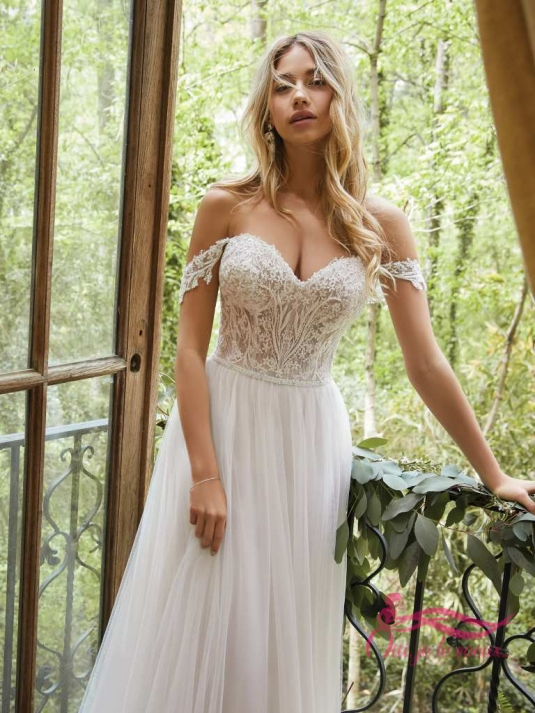 Wedding dress Tulle, Lace appliquées, Nia